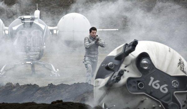 """Tom Cruise stars in """"Oblivion."""""""
