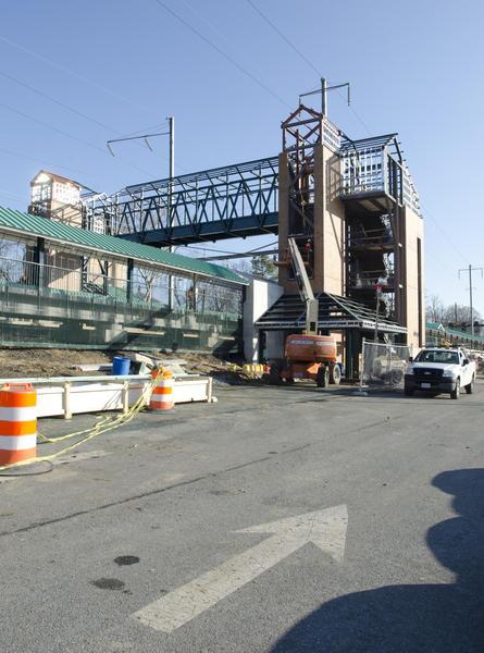 Maryland Transit Administration installed a 40-ton pedestrian bridge at Halethorpe MARC train station.