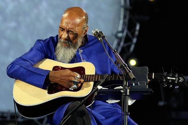 Folk musician Richie Havens has died at the age of 72. Havens emerged from the New York folk scene in the 1960s and played at the Woodstock festival in 1969.