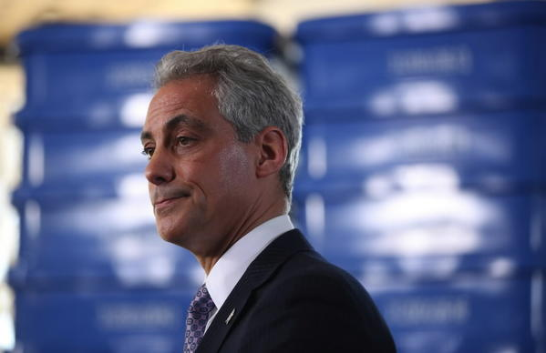 Mayor Rahm Emanuel on Monday appeared at a Roseland park to announce a deal with Coca-Cola on blue carts.