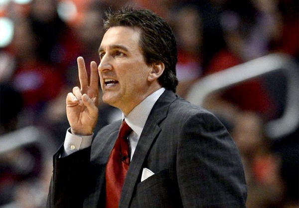 Clippers Coach Vinny Del Negro signals his players during a game against the Memphis Grizzlies.
