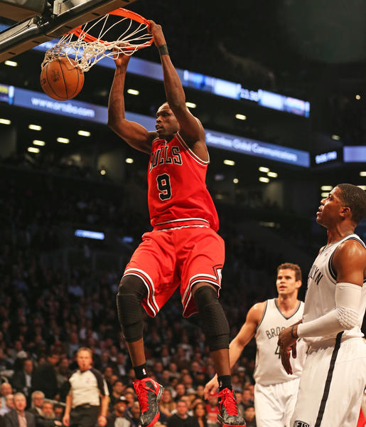 Luol Deng dunks in the first half of Game 2. (Nuccio DiNuzzo/Tribune photo)