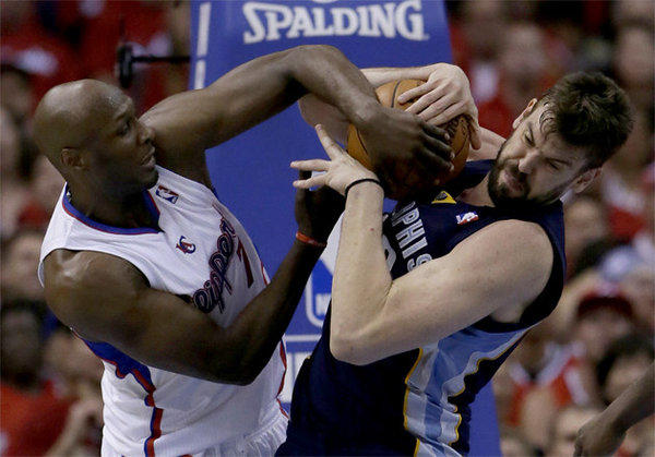 Clippers forward Lamar Odom and Marc Gasol battle for the ball.