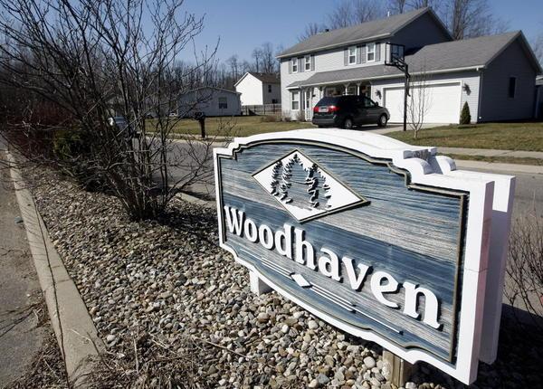 South Bend Tribune/GREG SWIERCZ Woodhaven neighborhood in South Bend for Gene Stowe story on real estate.