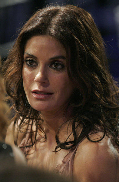 Teri Hatcher is set to host a celebrity auction and fundraiser Saturday at the Americana at Brand.