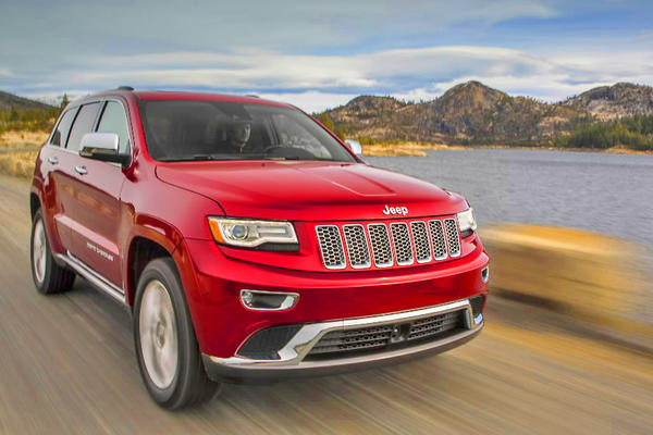 An eight-speed automatic transmission in the 2014 Jeep Grand Cherokee optimizes shifting speeds and engine displacement.