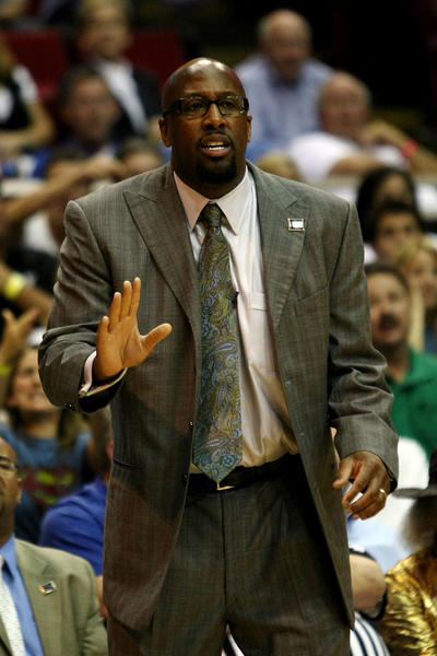Mike Brown is set to rejoin the Cavaliers as coach. (Getty Photo)