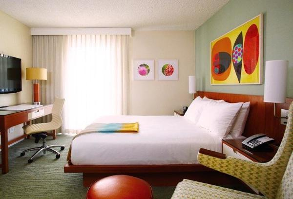 The design of rooms at the Shoreline Hotel Waikiki in Honolulu have a '70s vibe.