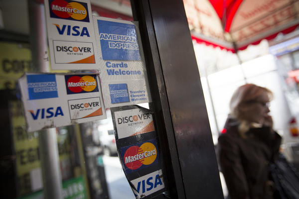 The best credit cards for travelers are ones that offer good ongoing rewards and good initial bonuses, an online credit-card ranking company reports.