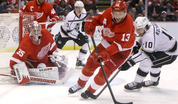 Pavel Datsyuk controls the puck in the Red Wings end during the Kings' 3-1 loss to Detroit on Wednesday.