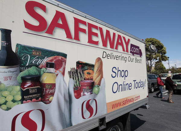 Safeway's revenue was flat for the first quarter, the Pleasanton company said.