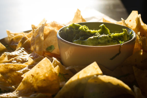 Guacamole and chips at La Cuchara in the West Loop