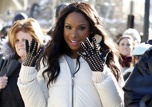Singer and actress Jennifer Hudson does double duty as entertainer and mommy.