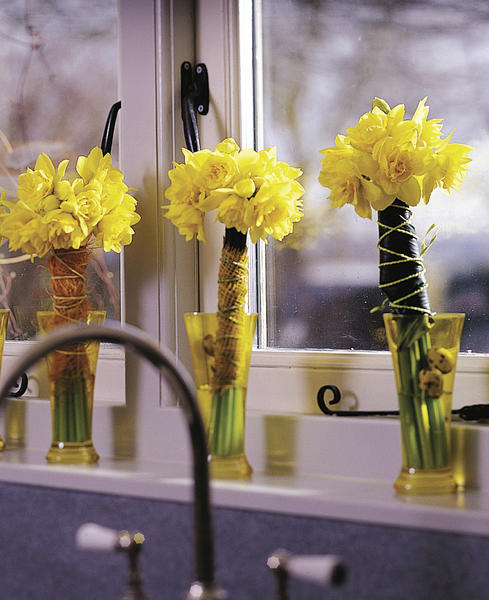 Burlap and twine create daffodil bouquets that can stand on their own.