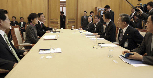 South Korean President Park Geun-hye, center left, presides over an emergency meeting in Seoul about the Kaesong industrial complex in North Korea.
