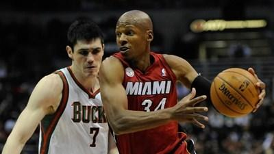 Ray Allen warms to Heat bullpen
