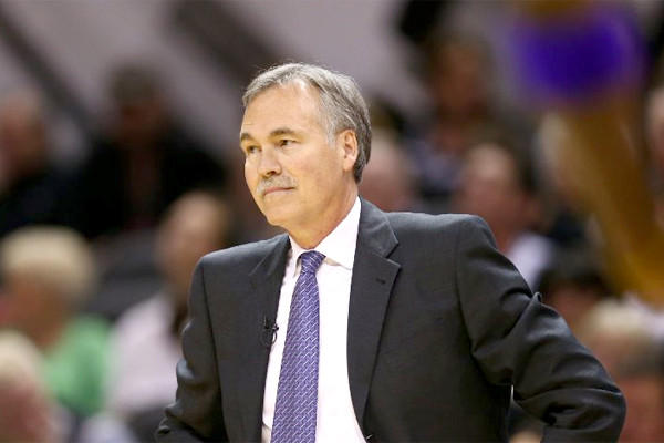 Mike D'Antoni's Lakers have failed to meet expectations, but the coach says he and the team will persevere despite his -- and the team's -- cloudy future.