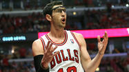 <strong>Kirk Hinrich</strong> drew his fifth foul with 5 minutes, 39 seconds left in regulation Saturday.