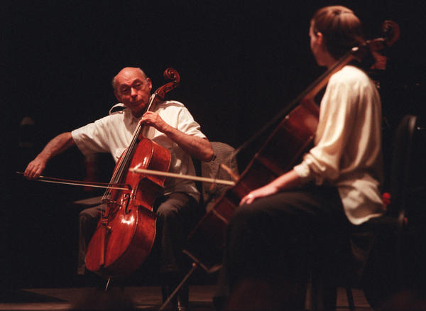 Janos Starker, l, teaches a master class to Carter Dewberry, principal cello from the Pacific Symphony Institute, at the Performing Arts Center in 1999