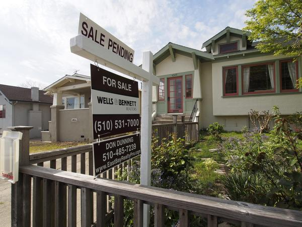 The National Assn. of Realtors reported that its index of pending home sales -- such as this one in Oakland -- increased 1.5% in March.