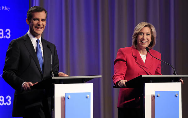 Los Angeles mayoral candidates Eric Garcetti and Wendy Greuel chat before they square off in a debate at USC's Health Sciences Campus.