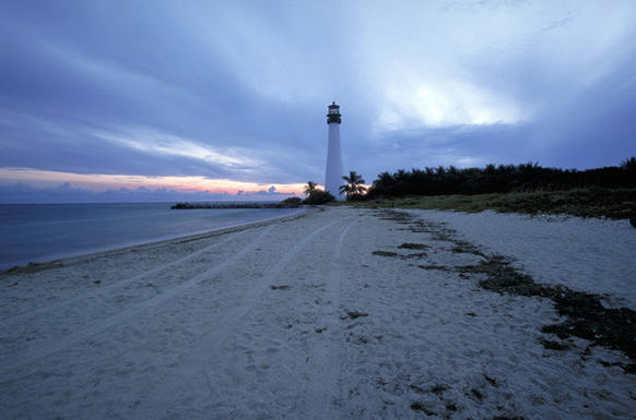 "<a href=""http://www.orlandosentinel.com/travel/beach/"">Cape Florida State Park</a>, located at the south tip of Key Biscayne, provides clear, emerald-colored waters and gentle surf. This fine,"