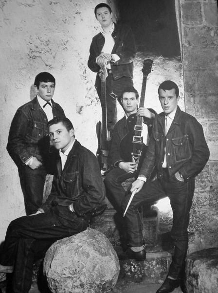 An early publicity shot of the Animals. From left to right: Eric Burdon (vocals), Alan Price (keyboards), Chas Chandler (bass), Hliton Valentine (guitar) and John Steel (drums).