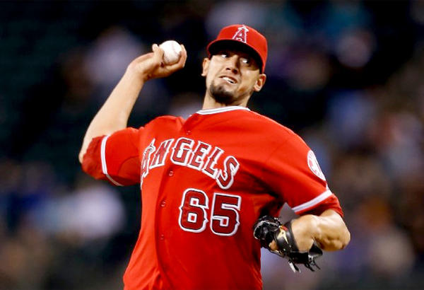 Angels reliever Dane De La Rosa pitches against the Seattle Mariners.