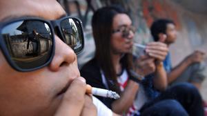 Do school programs keep kids from smoking?