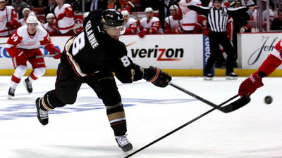 Selanne Still Has Touch: Teemu Scores Go-ahead Goal On Power Play Early In Third Period And Anaheim Wins, 3-1