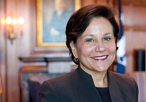 "Penny Pritzker, the National Finance Chair of President <a class=""taxInlineTagLink"" id=""PEPLT007408"" title=""Barack Obama"" href=""/topic/politics/government/barack-obama-PEPLT007408.topic"">Barack Obama</a>'s presidential campaign, at a Democratic National Committee event in <a class=""taxInlineTagLink"" id=""PLGEO100101200000000"" title=""Washington, DC"" href=""/topic/us/washington-dc-PLGEO100101200000000.topic"">Washington, D.C.</a>, June 29, 2009. (Saul Loeb/AFP/Getty Images)"