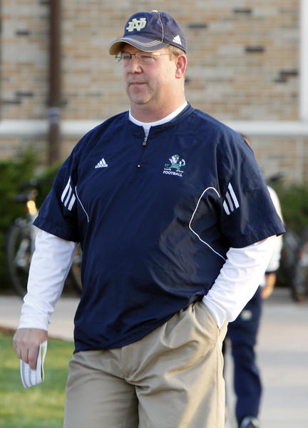 Notre Dame offensive line coach Harry Hiestand, writes analyst Tom Lemming, was instrumental in helping land OL commit Quenton Nelson. (South Bend Tribune/GREG SWIERCZ)