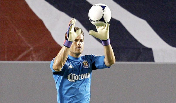 Goalkeeper Dan Kennedy, who was named to the MLS All-Star team last year, signed a contract extension with Chivas USA through 2016.