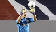 Chivas USA goalkeeper and team captain Dan Kennedy signed a contract extension with the Major League Soccer club through 2016.