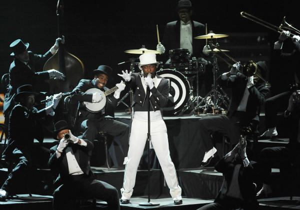 will.i.am performs on 'American Idol'