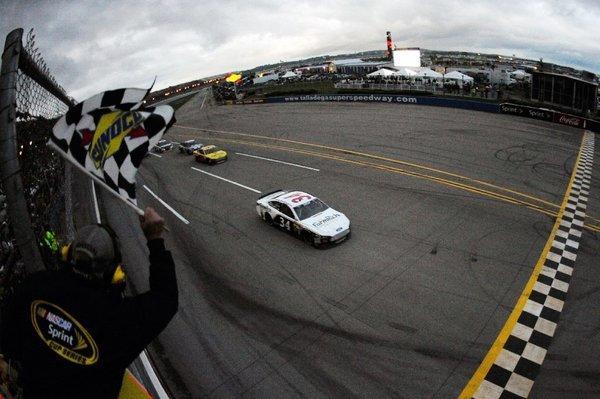 David Ragan nears the finish line to win at Talladega.