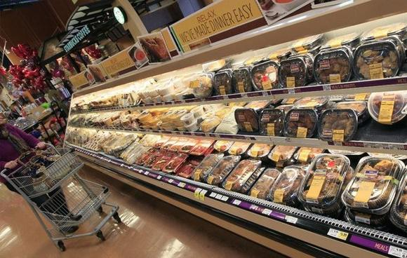 Hungry shoppers by more high-calorie foods