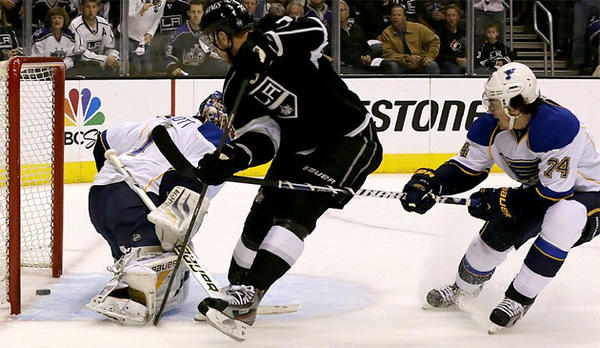 Kings center Jeff Carter sneaks the puck past Blues goalie Brian Elliott.