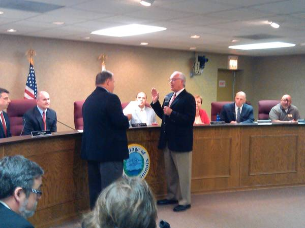 Attorney John Ridgway swears in new Lake Zurich Village President Tom Poynton.