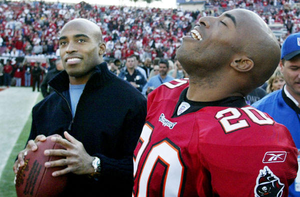 Tampa Bay cornerback Ronde Barber (20) celebrates a 316 victory over the San Francisco 49ers with twin brother and former New York Giants running back Tiki Barber.