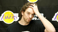 Lakers' Pau Gasol undergoes knee procedure