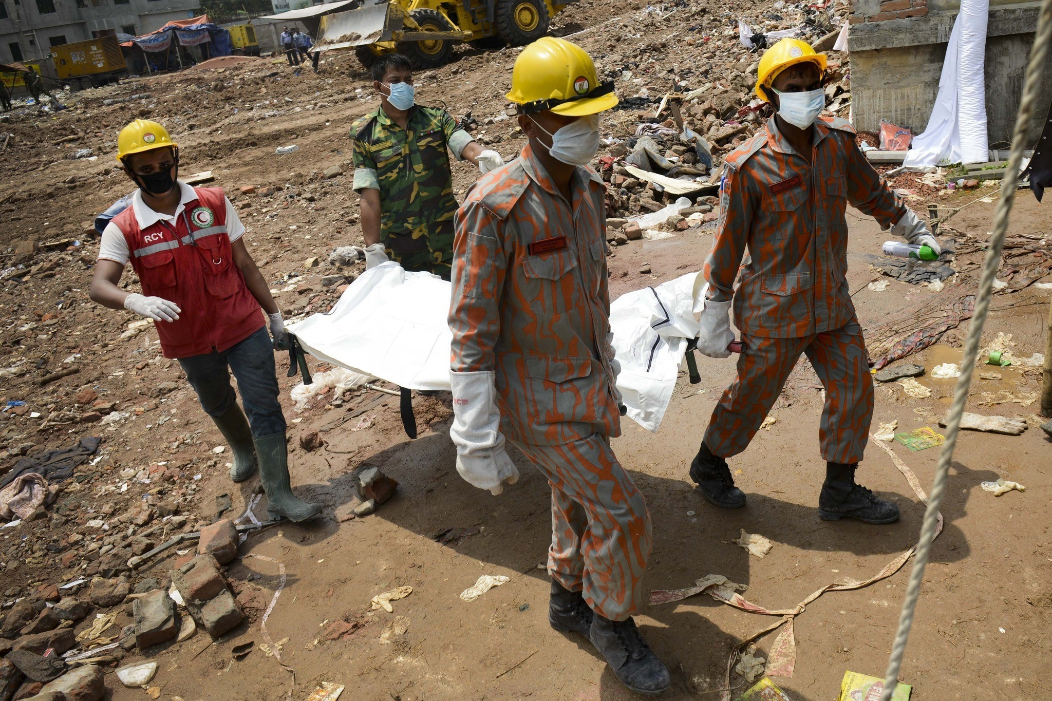 Bangladesh building collapse death toll tops 1,000 - Rescue workers