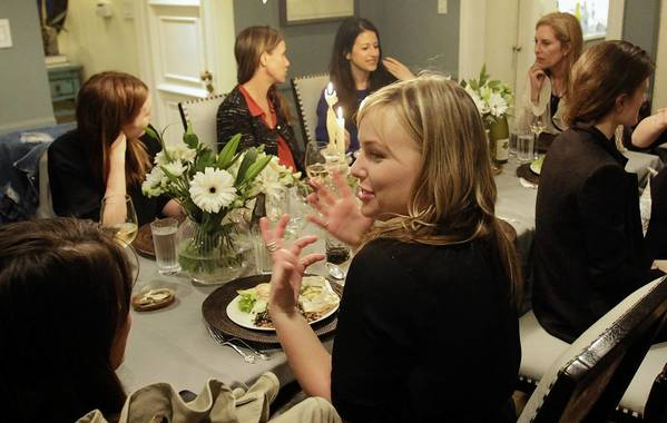 Female entrepreneurs gather at the Hollywood Hills home of Susan Feldman, co-founder of shopping site One Kings Lane. L.A.-area women have been holding tech salons, lectures, dinners and cocktail hours designed to bolster the female entrepreneur community.