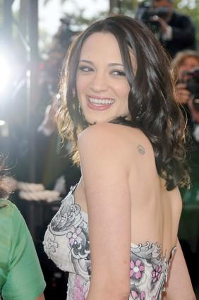 The actress and Cannes jury member reveals her tattoo for photographers.