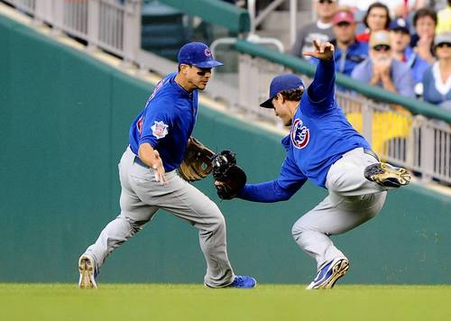 Anthony Rizzo makes a diving catch as Darwin Barney looks on during the eighth inning against the Nationals.