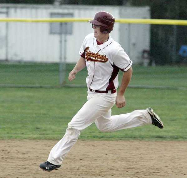 La Canada's Anthony Mizrahi and the Spartans will host a wild-card opponent on Friday.
