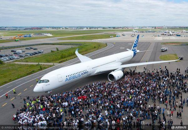 The Airbus A350 XWB draws a crowd in Toulouse, France.