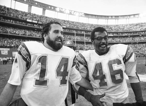 San Diego Chargers quarterback Dan Fouts, left, is shown with Chuck Muncie in 1980. Muncie was selected to play in three Pro Bowls.