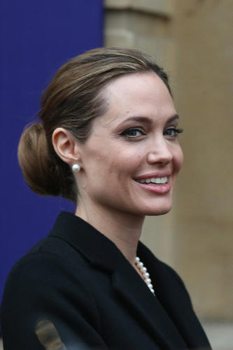 Oscar-winning film star Angelina Jolie revealed on Tues., May 14, that she underwent a double mastectomy after learning she had inherited a high risk of breast cancer and said she hoped her story would inspire other women fighting the life-threatening disease.