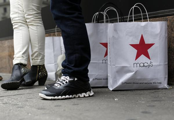 Customers stand outside Macy's store in New York, in this April 11, 2013 file photo. Macy's Inc reported higher first-quarter net income and sales despite cool weather in much of the country that delayed spring shopping for many customers.
